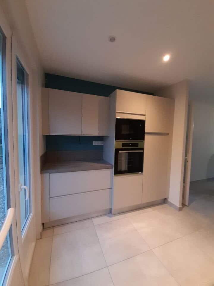 Rénovation d'une cuisine dans une maison, avec nouvelle cloison